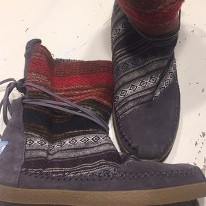 Toms insulated moccasin boots size 7